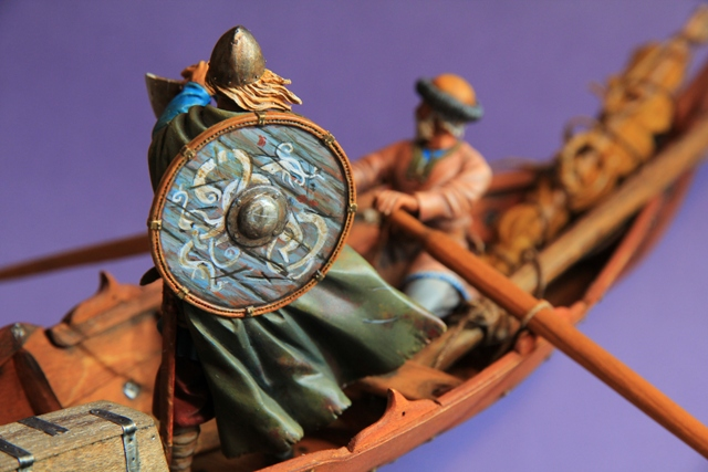 Ruderer im Wikingerbeiboot Kriege14