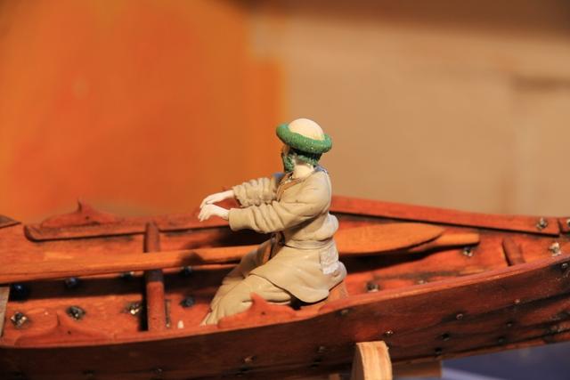 Ruderer im Wikingerbeiboot Rudere13