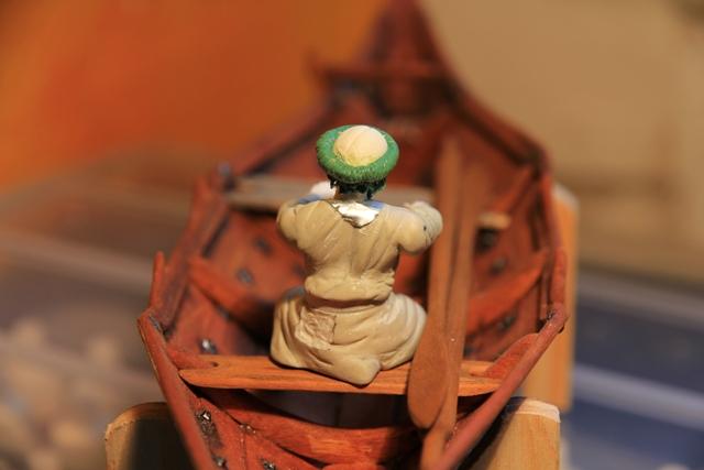 Ruderer im Wikingerbeiboot Rudere14