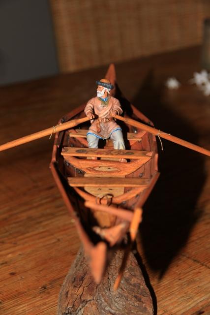 Ruderer im Wikingerbeiboot Rudere19