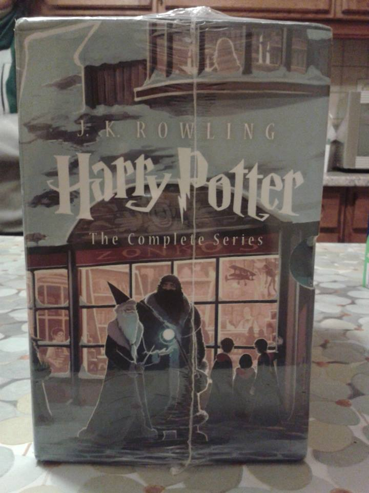 Special Edition Harry Potter Paperback Box Set - Page 3 14570312