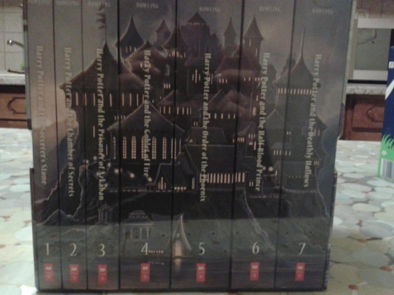 Special Edition Harry Potter Paperback Box Set - Page 3 14589211