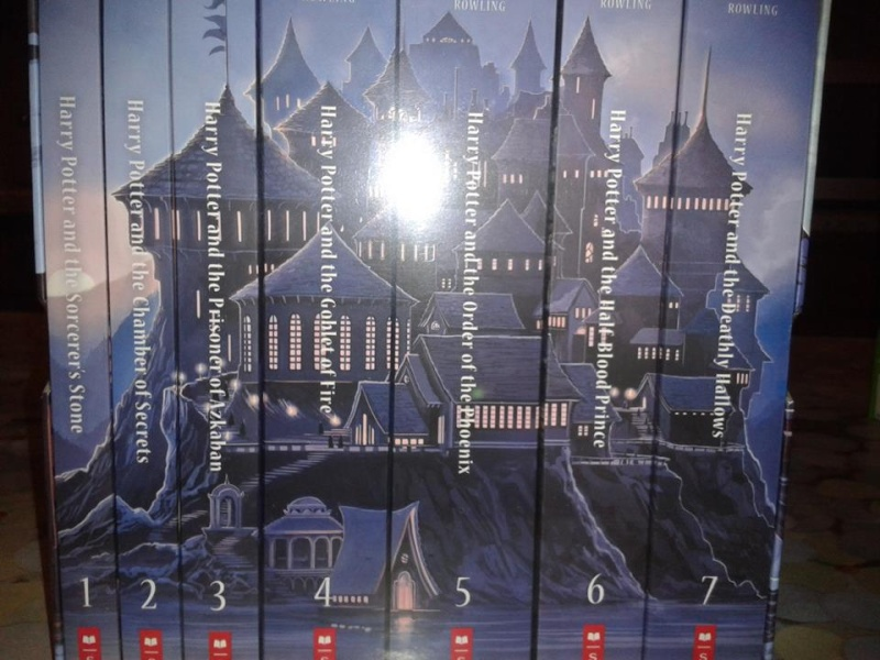Special Edition Harry Potter Paperback Box Set - Page 3 14768410