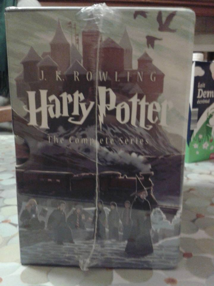 Special Edition Harry Potter Paperback Box Set - Page 3 14820510