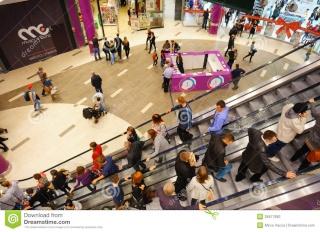O Shopping Center do Litoral Alentejano e do Terminal Rodoviário em na cidade de Sines Busy-s10