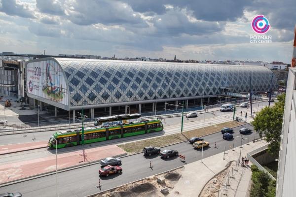 O Shopping Center do Litoral Alentejano e do Terminal Rodoviário em na cidade de Sines Poznan11