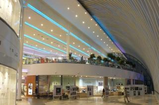 O Shopping Center do Litoral Alentejano e do Terminal Rodoviário em na cidade de Sines Poznan14