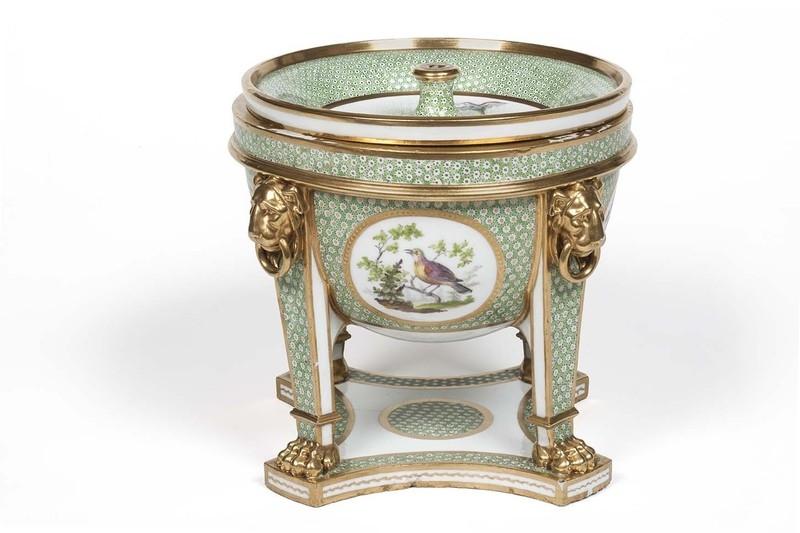 """Seaux à glace """" à trépieds """" en porcelaine de Sèvres  0bf7c010"""