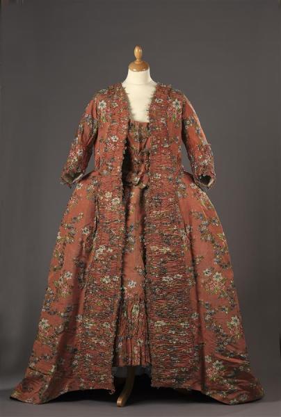 Robes du XVIIIe siècle - Page 3 15506810