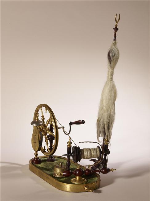Un rouet ayant appartenu à Marie-Antoinette ? Les rouets au XVIIIe siècle 16-53610