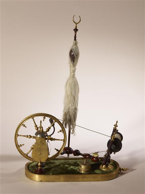 Un rouet ayant appartenu à Marie-Antoinette ? Les rouets au XVIIIe siècle 16-53611