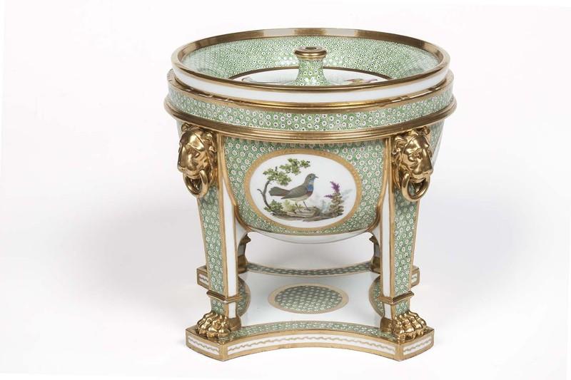 """Seaux à glace """" à trépieds """" en porcelaine de Sèvres  1d180610"""