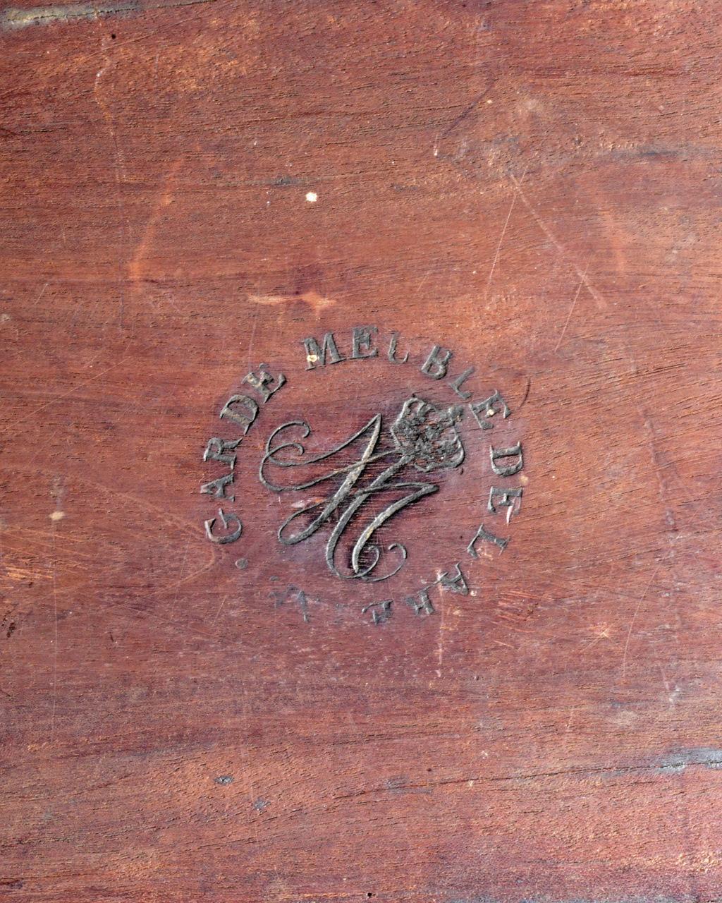 Marques du mobilier et sceau du Garde-Meuble de la reine Marie-Antoinette 2019_c71