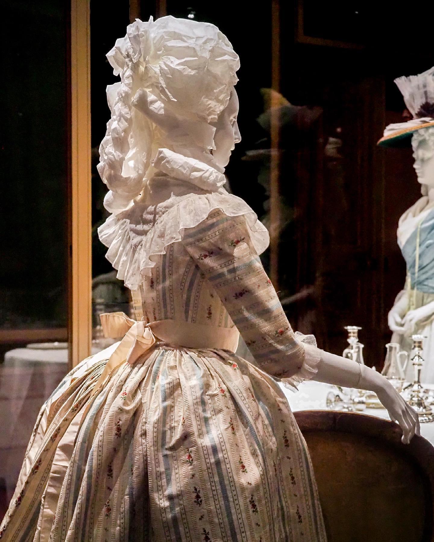 """Exposition """" L'art de vivre en Provence au temps de Fragonard """". Musée provençal du costume et du bijou (Grasse) 20330510"""