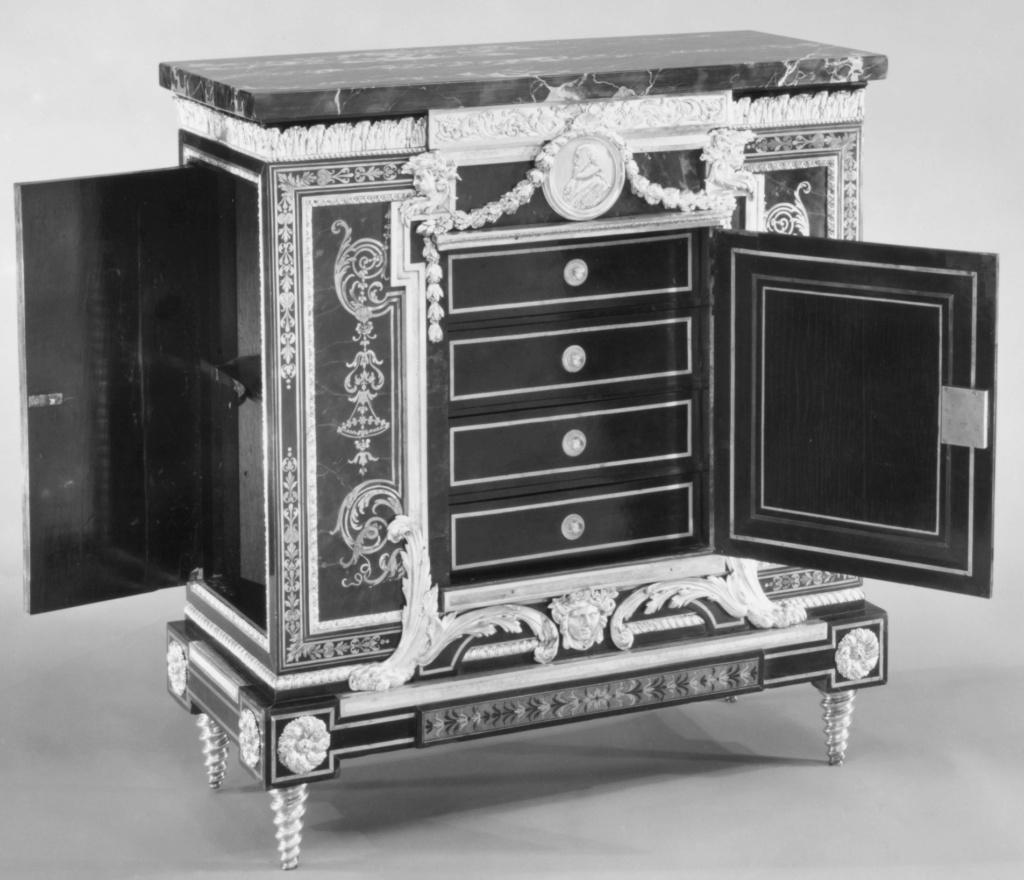 Le mobilier et le renouveau du « style Boulle » dans les années 1770-1780 : Etienne Levasseur et Adam Weisweiler 20545510