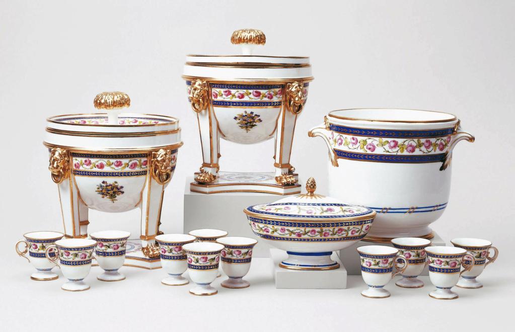 """Seaux à glace """" à trépieds """" en porcelaine de Sèvres  22599510"""