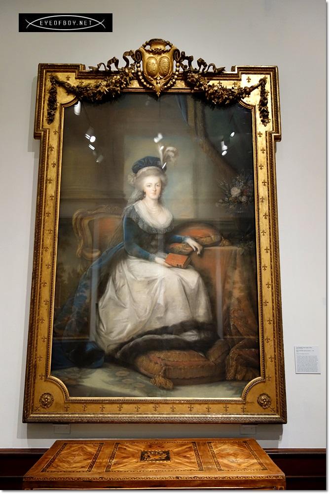 Portraits de Marie-Antoinette au livre, en robe bleue, par Vigée Le Brun (1785 - 1788 ?) 230c7f10