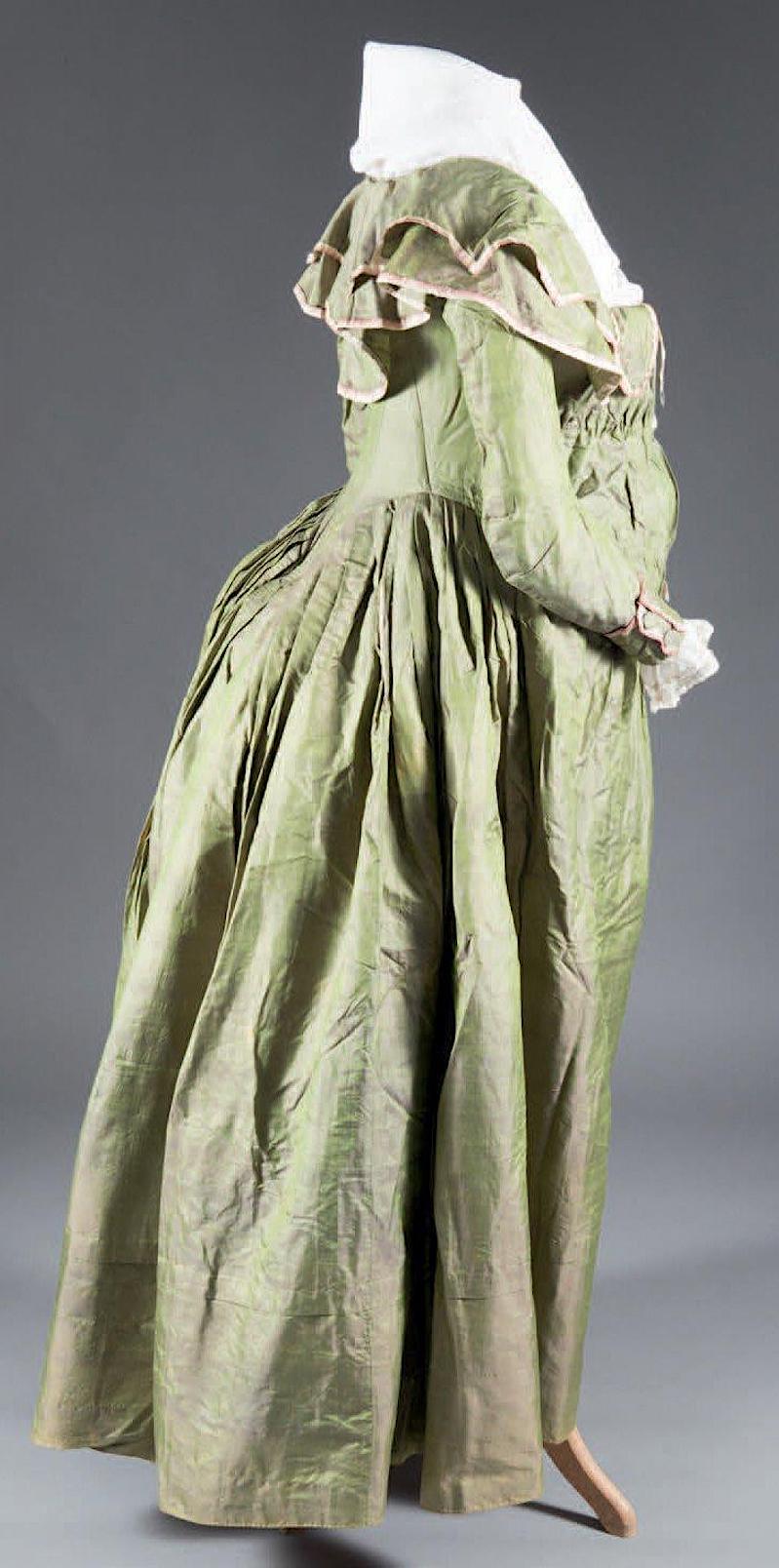 Les robes de grossesse au XVIIIème siècle 25710