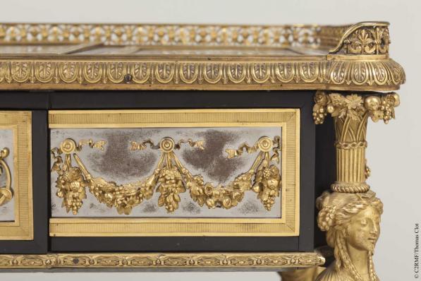 Chinoiseries et meubles de Marie-Antoinette : par Weisweiler, Macret et Riesener - Page 2 2_410