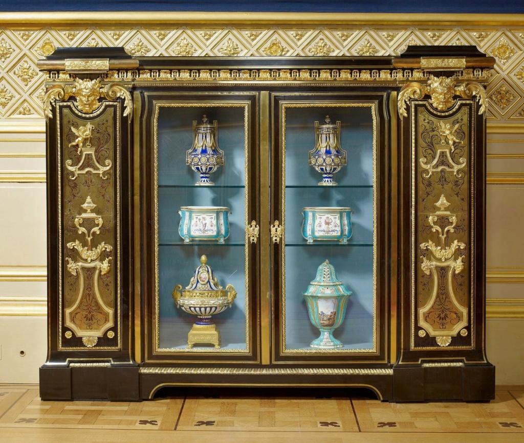 Le mobilier et le renouveau du « style Boulle » dans les années 1770-1780 : Etienne Levasseur et Adam Weisweiler 32386410