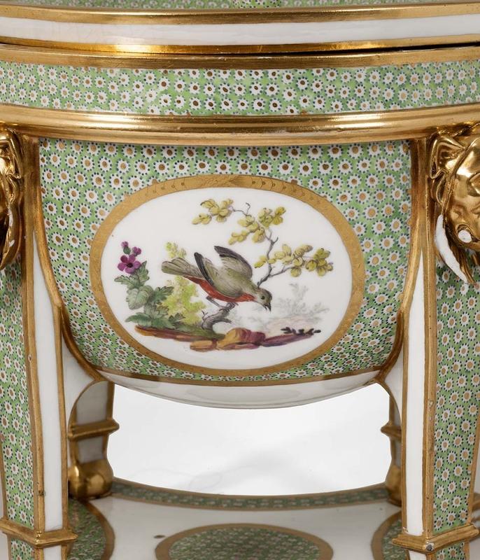 """Seaux à glace """" à trépieds """" en porcelaine de Sèvres  3b288a10"""