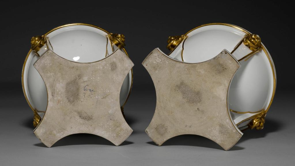 """Seaux à glace """" à trépieds """" en porcelaine de Sèvres  45882011"""