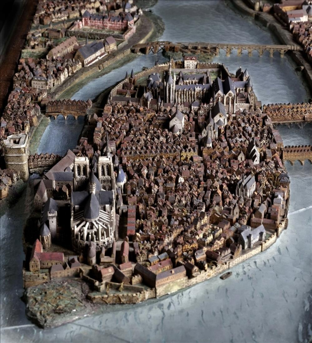 Maquettes historiques de la cathédrale Notre-Dame de Paris 59485-10