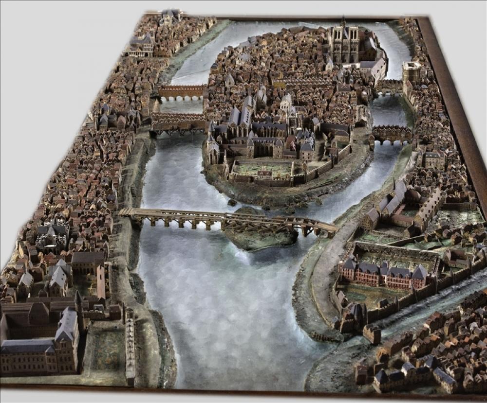 Maquettes historiques de la cathédrale Notre-Dame de Paris 59644-10