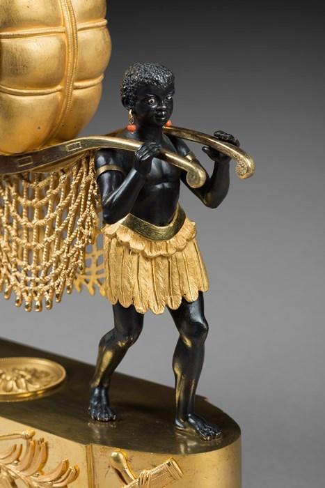 """Les pendules dites """"Au bon sauvage"""" et les créations de Jean-Simon Deverberie : L'Afrique et l'Amérique 63685510"""