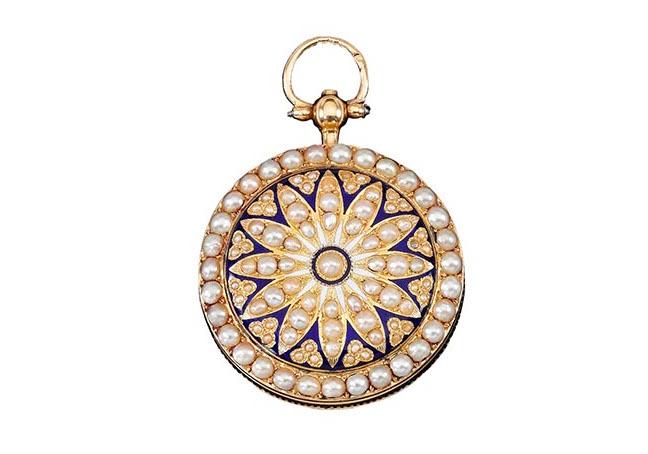 Bijoux de Marie-Antoinette : perles et diamants des Bourbon-Parme - Page 3 670-1010