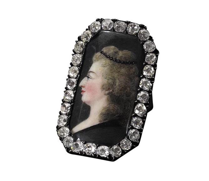Bijoux de Marie-Antoinette : perles et diamants des Bourbon-Parme - Page 3 670-1210