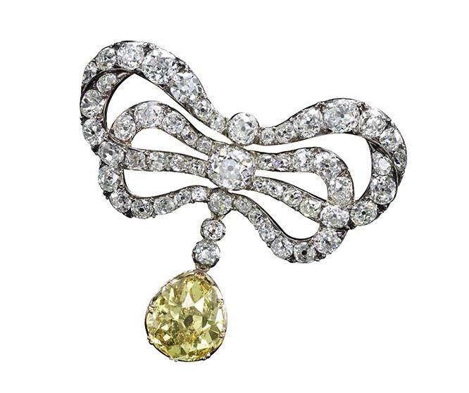 Bijoux de Marie-Antoinette : perles et diamants des Bourbon-Parme - Page 3 670-1310