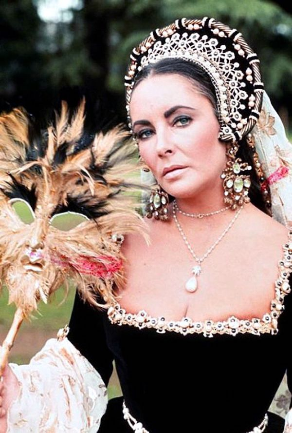 Quatre perles parmi les plus célèbres au monde : La Régente (Perle Napoléon), La Pélégrina, La Pérégrina, La perle de Marie-Antoinette - Page 2 6768a911