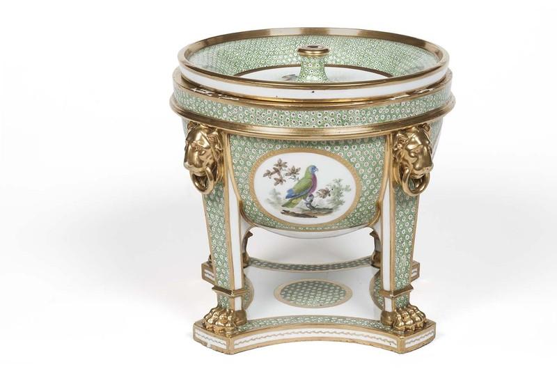 """Seaux à glace """" à trépieds """" en porcelaine de Sèvres  7cb4b710"""