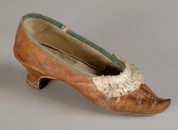 Les souliers et chaussures de Marie-Antoinette  - Page 5 800_1110