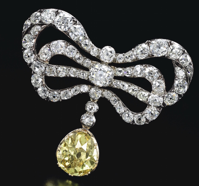 Bijoux de Marie-Antoinette : perles et diamants des Bourbon-Parme - Page 4 904ge110