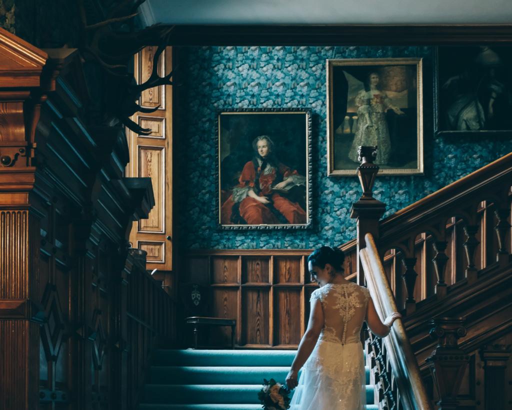 Série The Crown : le règne de la reine Elisabeth II - Page 5 Alana-11