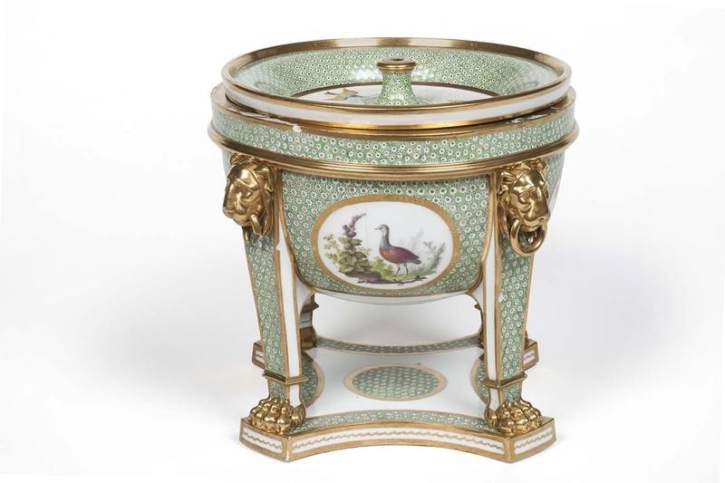 """Seaux à glace """" à trépieds """" en porcelaine de Sèvres  B108d610"""