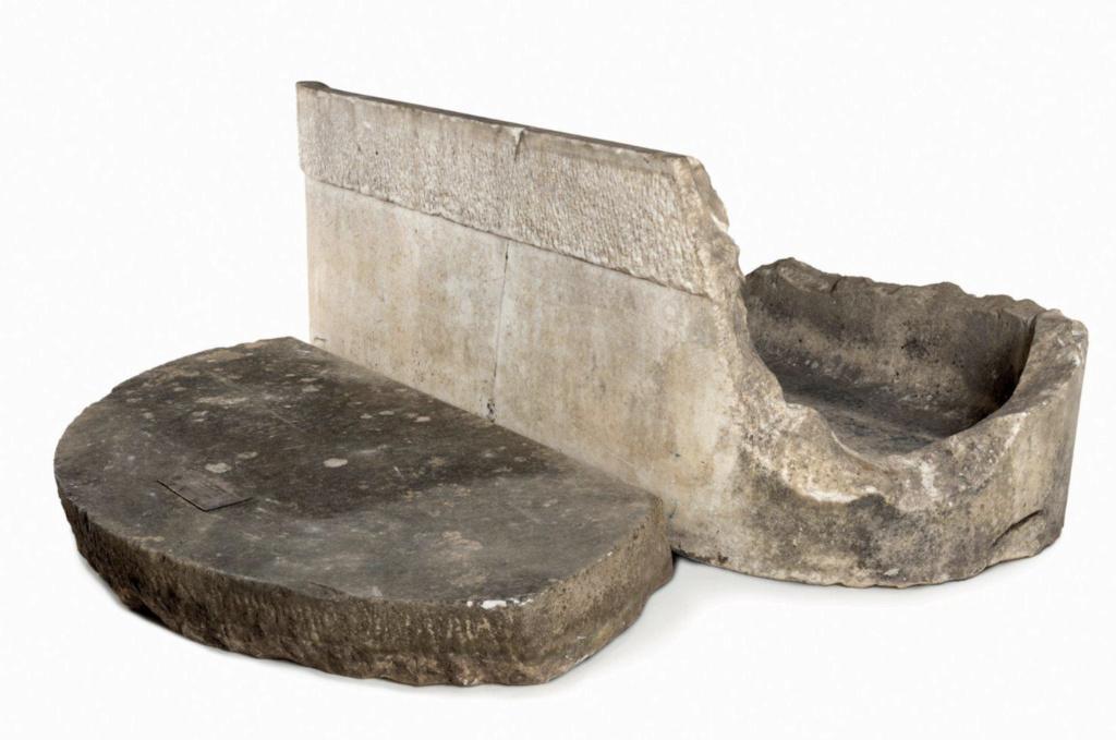 Baignoire provenant du château de Saint-Cloud, réputée avoir été utilisée par Marie-Antoinette ?  Baigno10