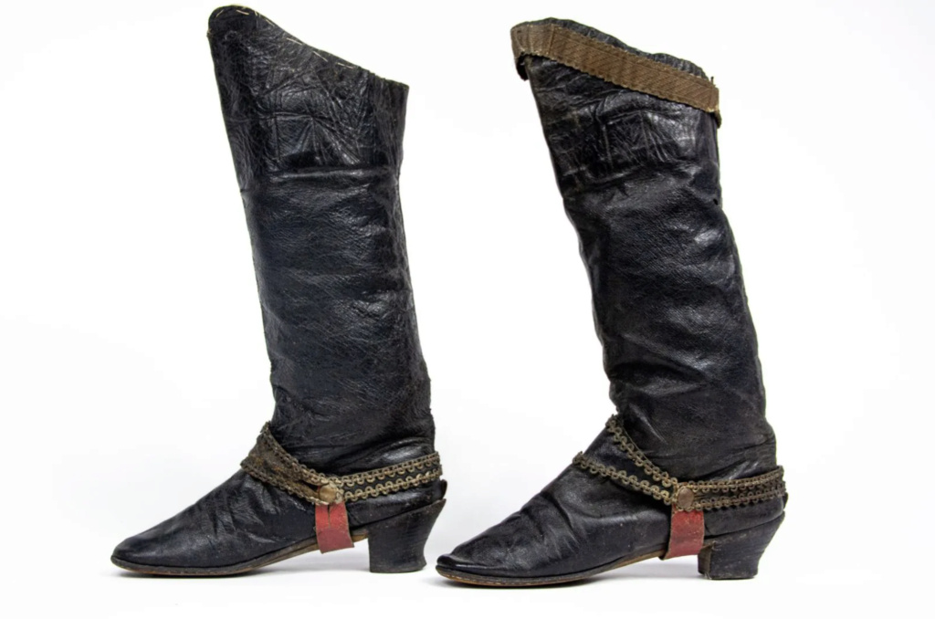 Chaussures et souliers du XVIIIe siècle - Page 2 Bottes10