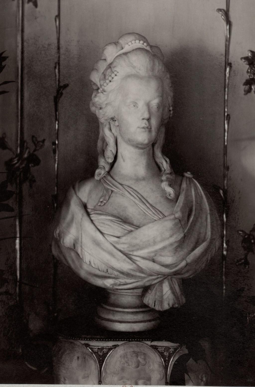 Buste de Marie-Antoinette par Joseph Fernande Buste_14