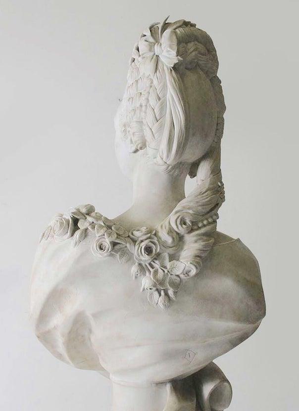 Buste de Mme Adélaïde, de Mme Clotilde, ou d'une inconnue (mais non pas de Marie-Antoinette) par Vavasseur ?  Bv_00211