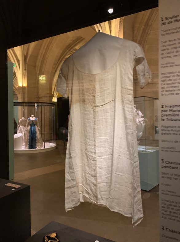 Chemise de Marie-Antoinette portée à la prison du Temple Capt1481