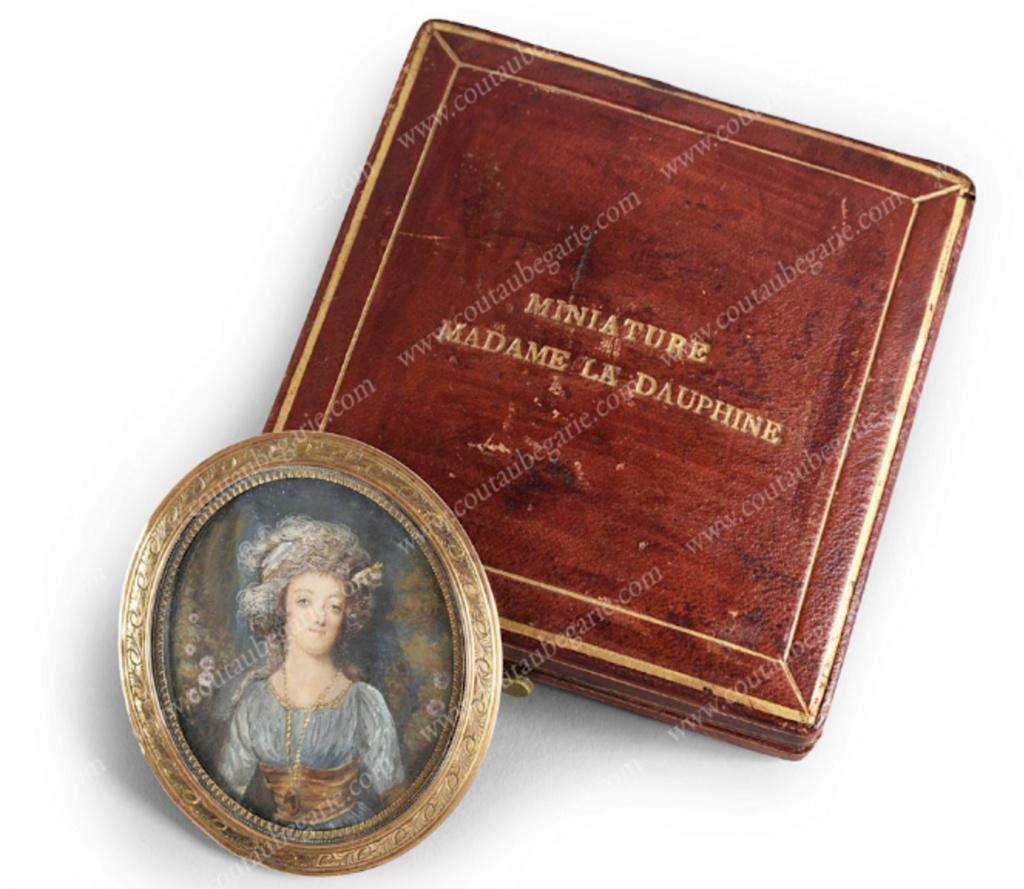 Marie Antoinette, miniatures attribuées à ou d'après François Dumont - Page 2 Capt1540