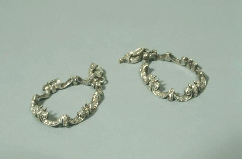 Bijoux de Marie-Antoinette : boucles d'oreilles et girandoles Capt1899