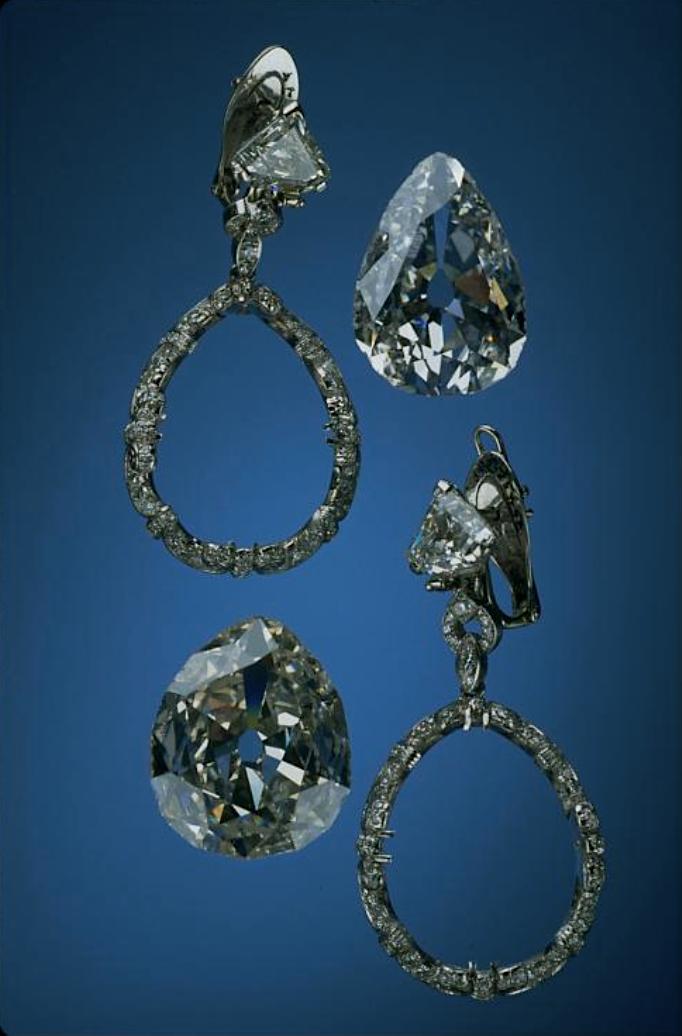 Bijoux de Marie-Antoinette : boucles d'oreilles et girandoles Capt1900
