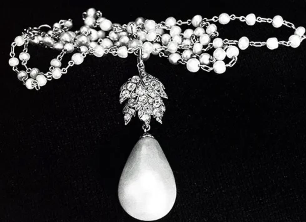 Quatre perles parmi les plus célèbres au monde : La Régente (Perle Napoléon), La Pélégrina, La Pérégrina, La perle de Marie-Antoinette - Page 2 Capt1905