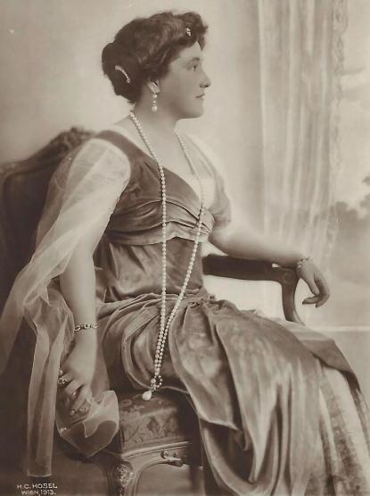 Quatre perles parmi les plus célèbres au monde : La Régente (Perle Napoléon), La Pélégrina, La Pérégrina, La perle de Marie-Antoinette - Page 2 Capt1906