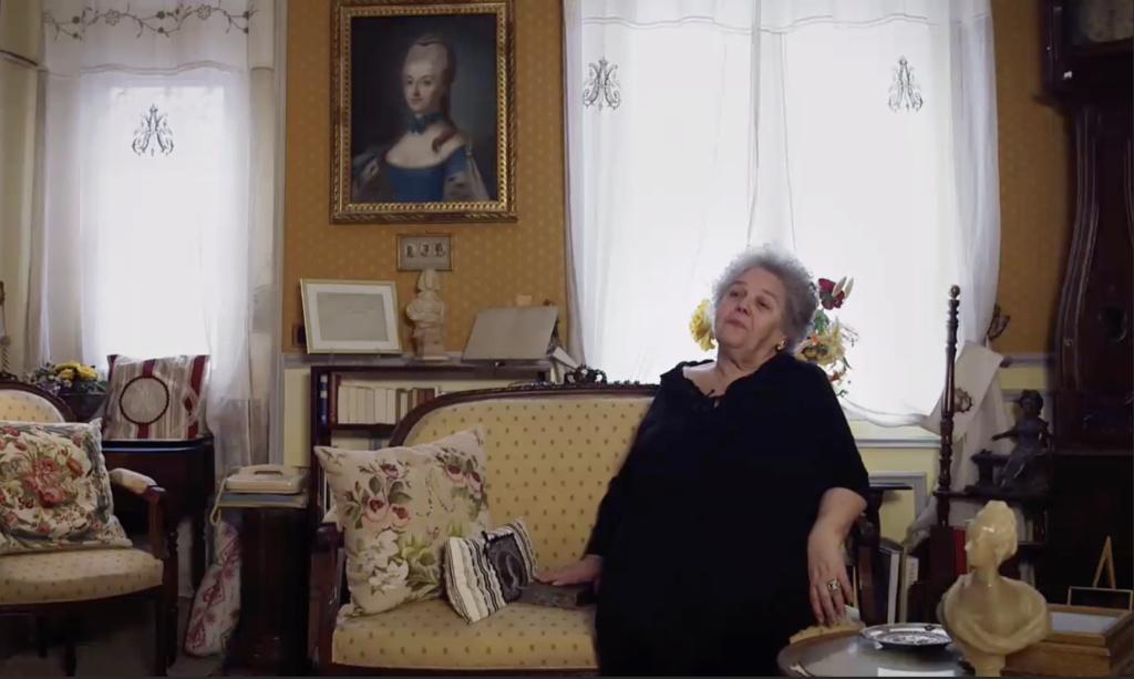 """Michèle Lorin : """"Marie-Antoinette, ma collection particulière """" - Page 11 Capt1932"""
