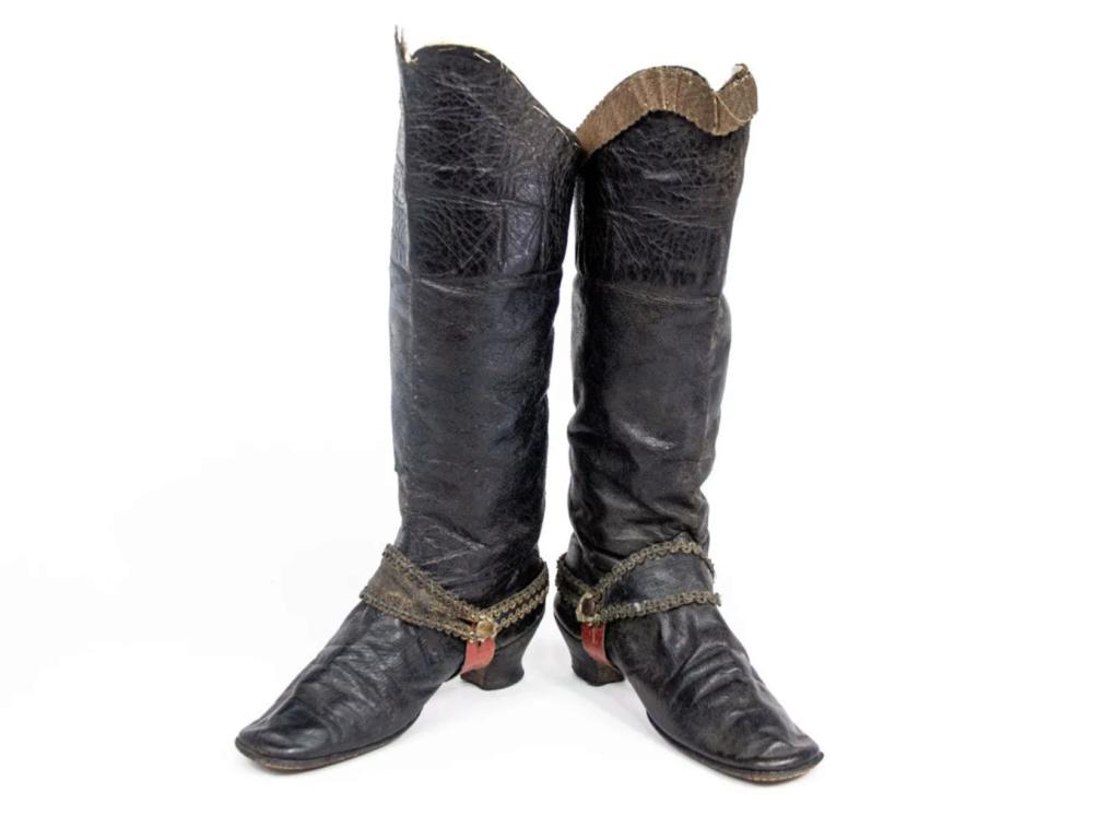 Chaussures et souliers du XVIIIe siècle - Page 2 Capt2087